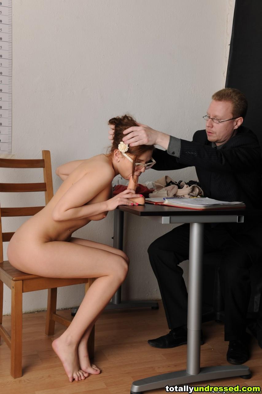 Порно видео секса на рабочем месте, трахает свою серетаршу