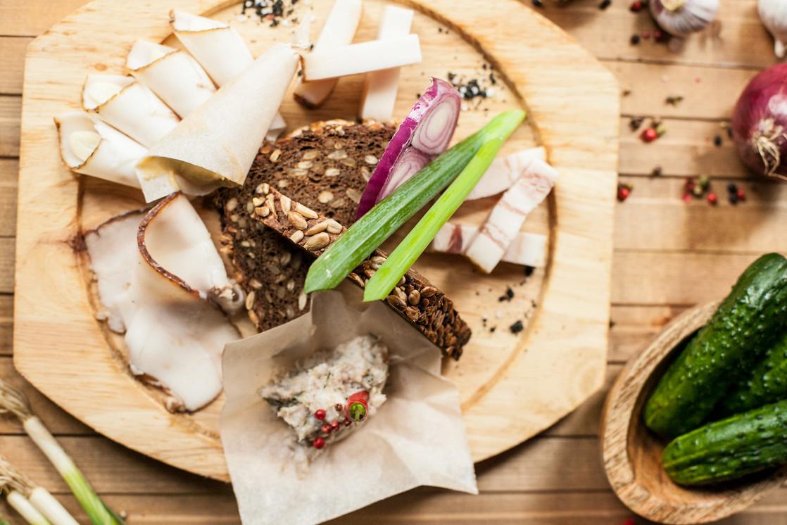 Ресторан Шинок - фотография 3 - Ассорти из пяти видов сала