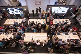 Apple открыла магазин в ЦУМе