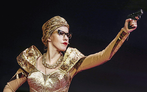 «Женитьба» в Театре наций: Собчак, нефть и золотая смерть