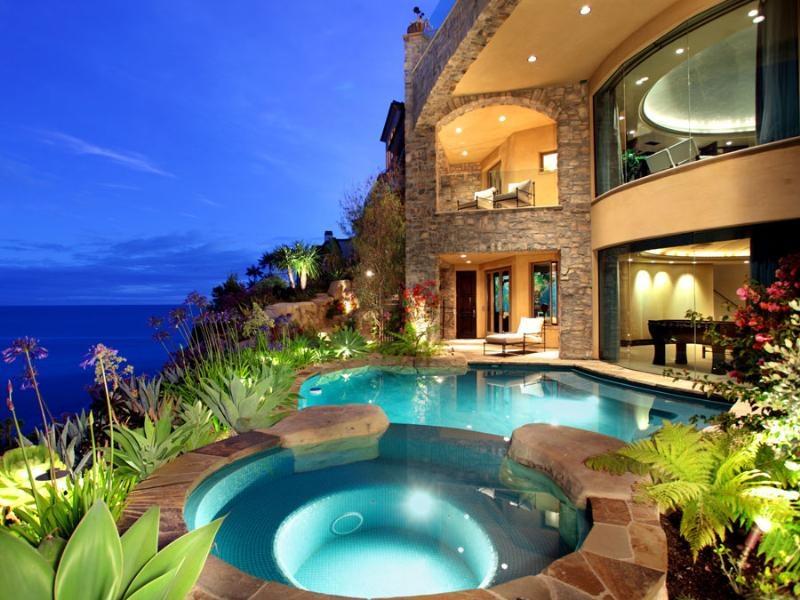 Дом в Малеме на берегу моря недорого
