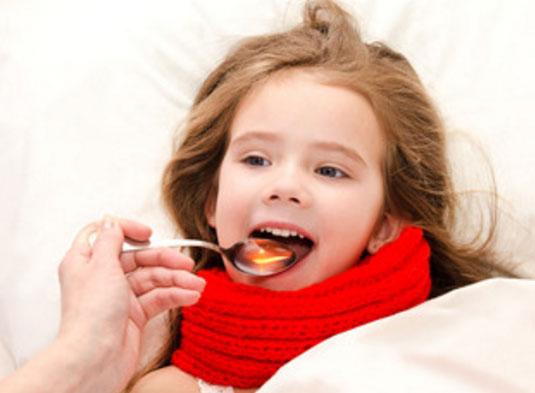 Чем лечить горло ребенку, какое лечение, если у ребенка