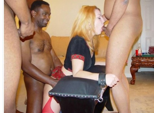 College coed gives blowjob at party