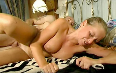 Teen amateur threesome she receives creampie