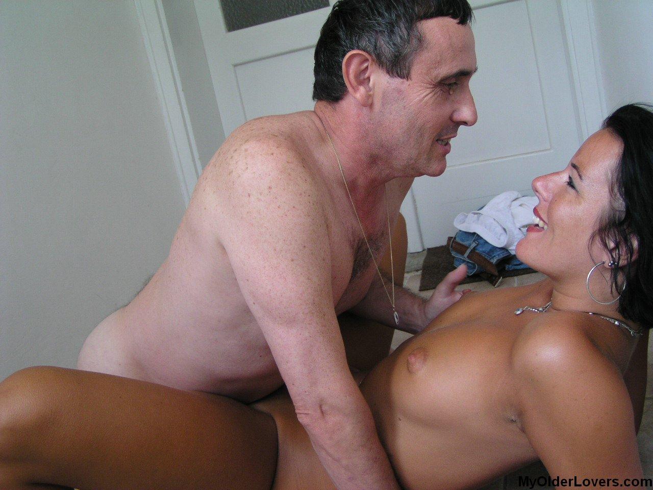 porno-pohotliviy-test-polzuet-nevestku