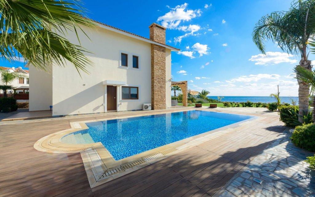 Недвижимость в кипр недорого на берегу моря