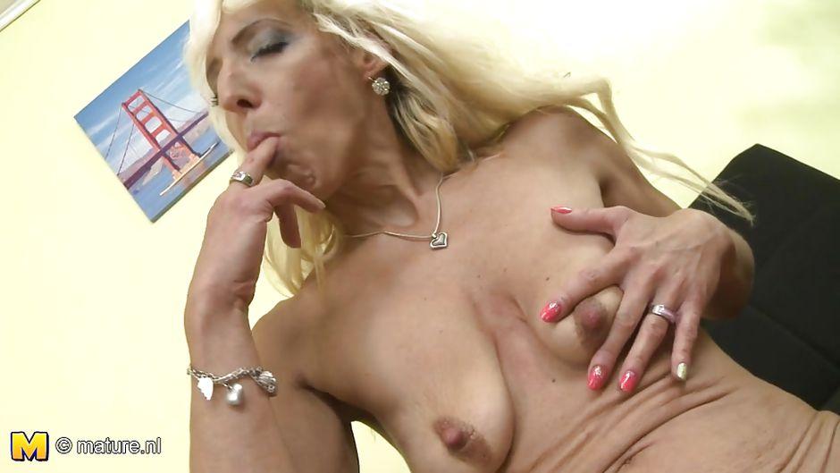 Ebony mom nude photos