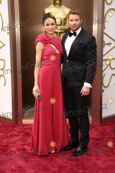 Kellan Lutz Hits 2014 Oscars Red Carpet with Bond Girl