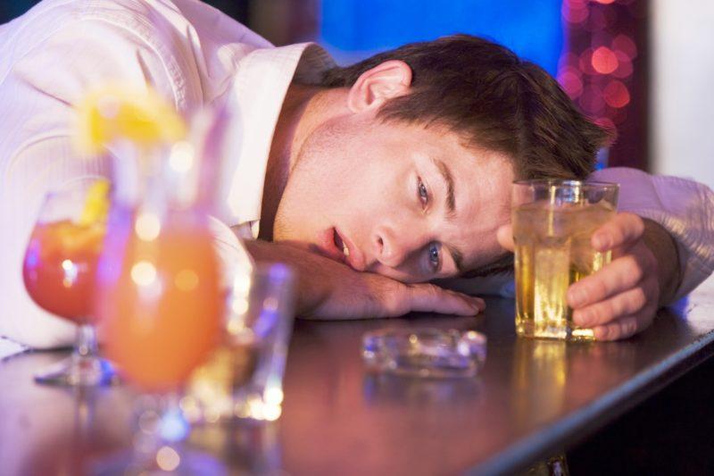 Пил месяц как выйти из запоя