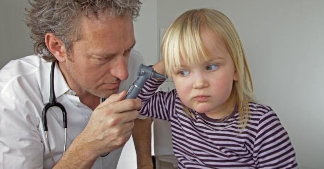 Что делать, когда болит ухо у ребенка – лекарства