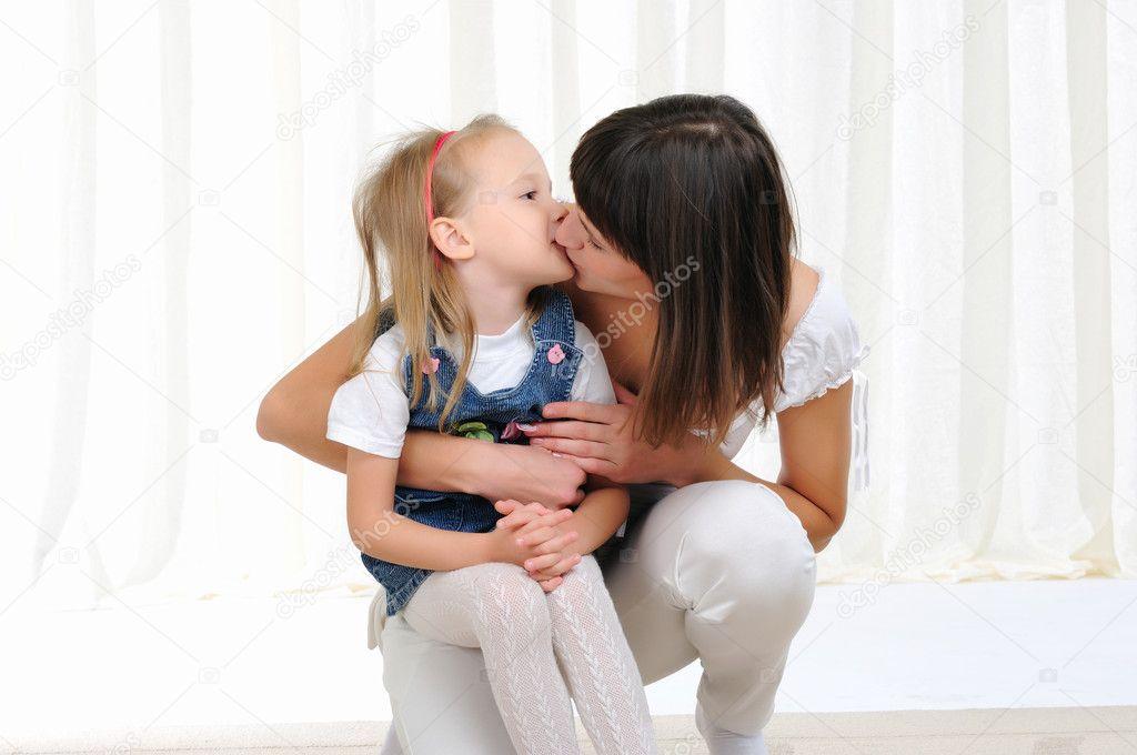 Смотреть порно куни мамы и дочери