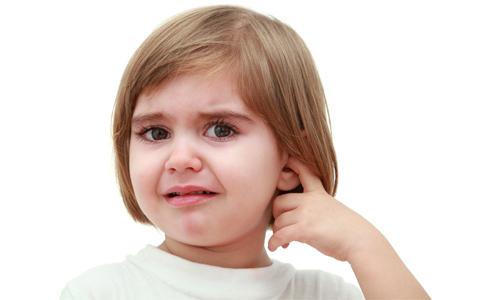 У ребенка болит ухо, что делать в домашних условиях, как