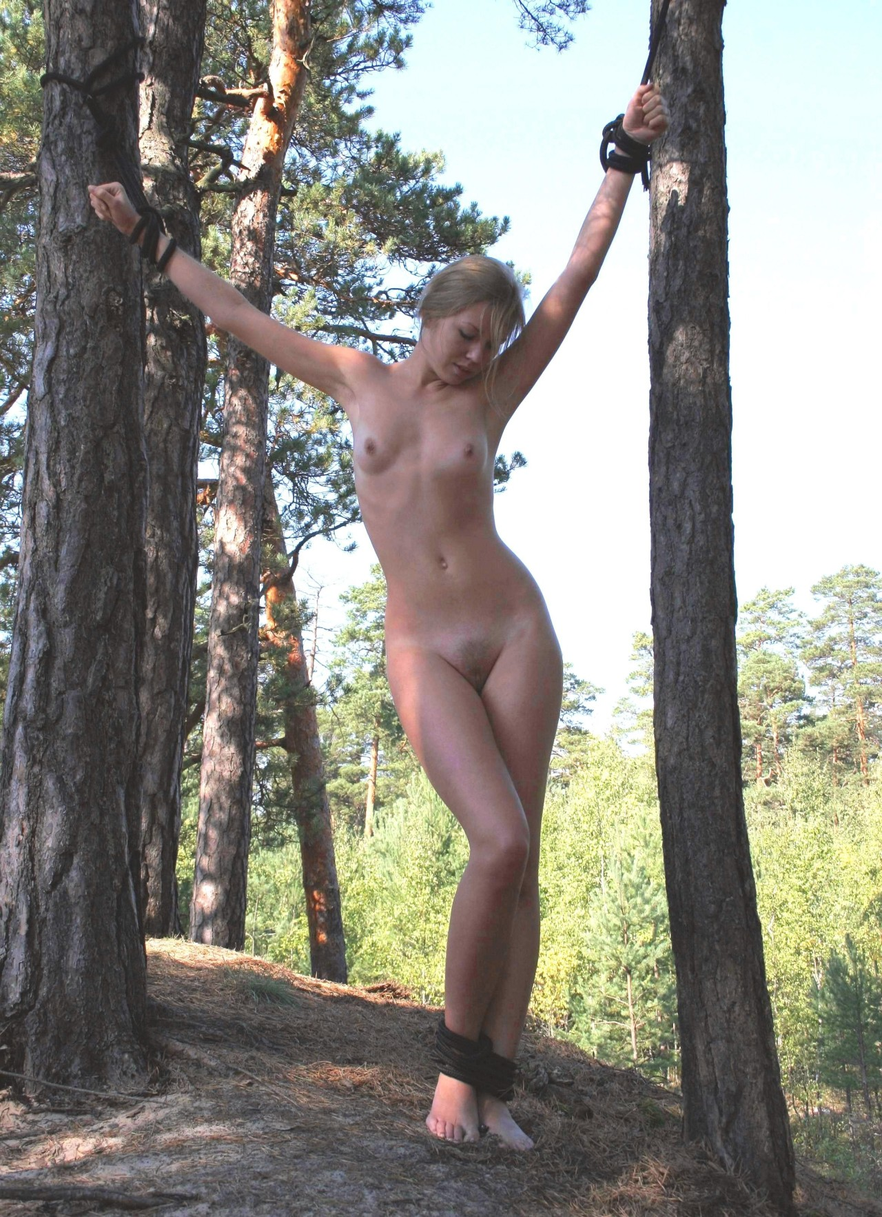 Mature nude blonde mom