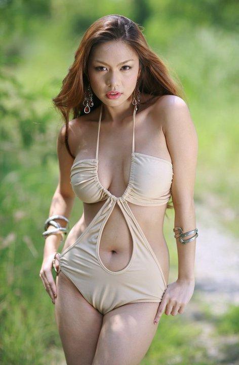 Women nude bikini handjob