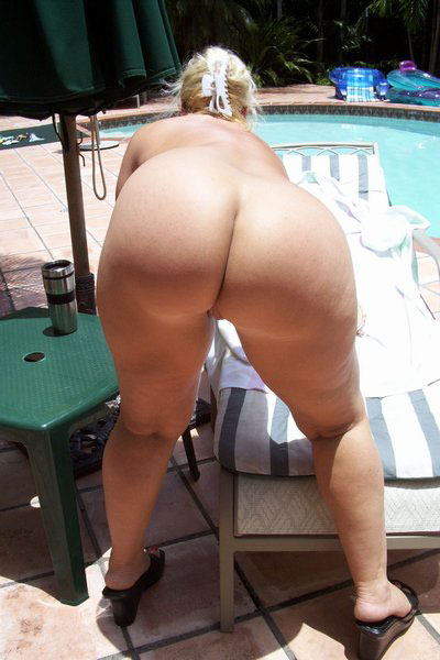 Amateur cfnm handjob party outdoors