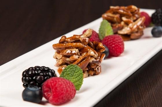 Ресторан Saperavi Café - фотография 39 - Гозинаки из пекана с ягодами. Март 2013