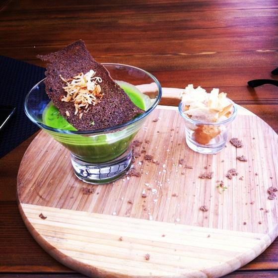 Ресторан Парк-кафе - фотография 12 - Гороховый суп с копченостями