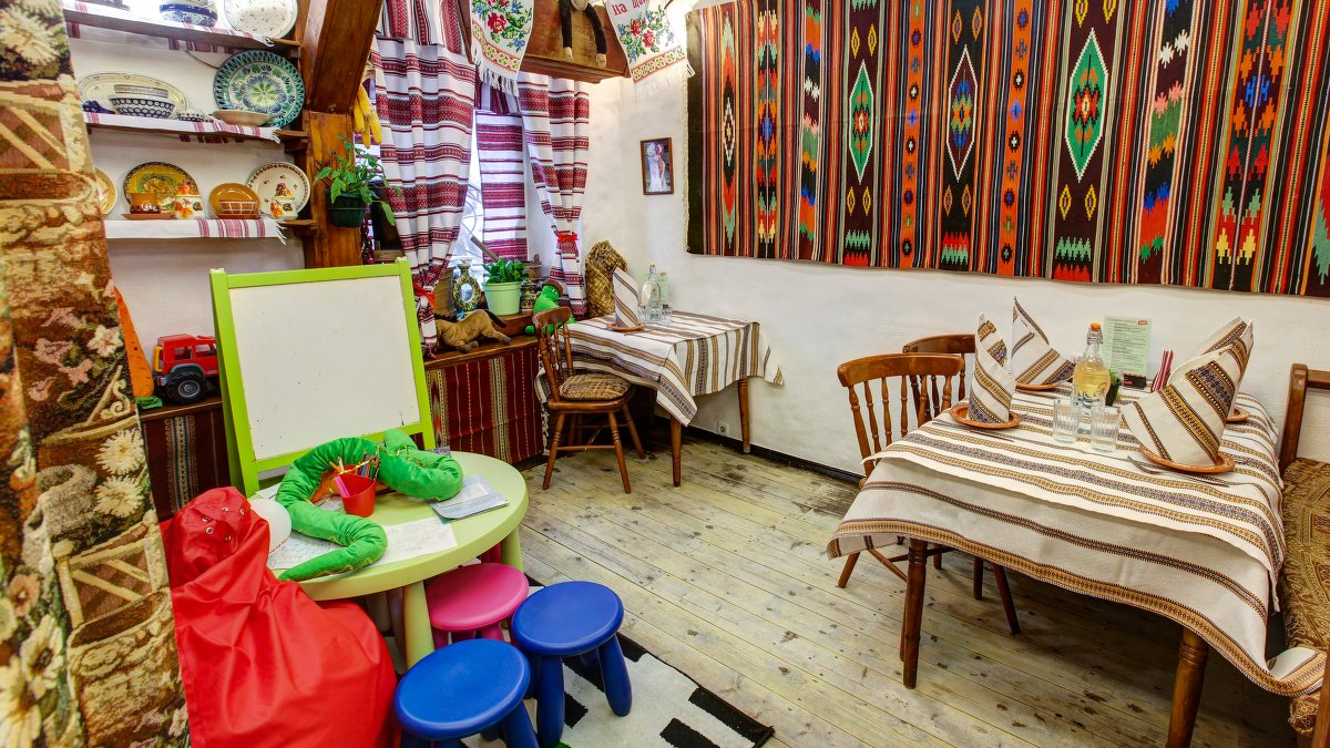 Ресторан Тарас Бульба - фотография 3 - 1 этаж детский уголок