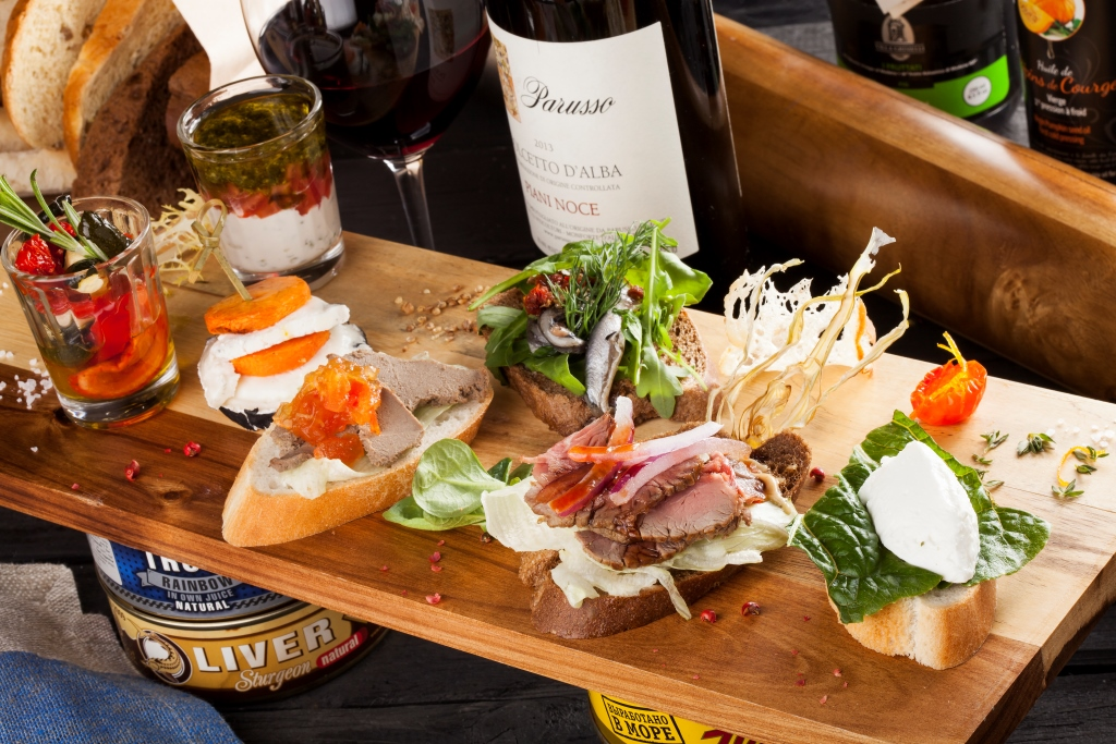 Ресторан Место время  - фотография 13 - Тапас - бар