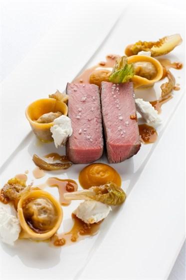 Ресторан Ёрник - фотография 16 - Каре австралийского ягненка с тыквенным пюре и домашним козьим сыром.