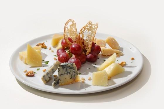 Ресторан Fantasia del Mare - фотография 9 - Ассорти из итальянских сыров
