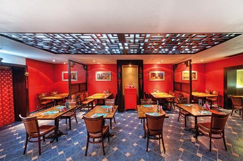 Ресторан Rosie O - фотография 2 - Просторный индокитайский зал