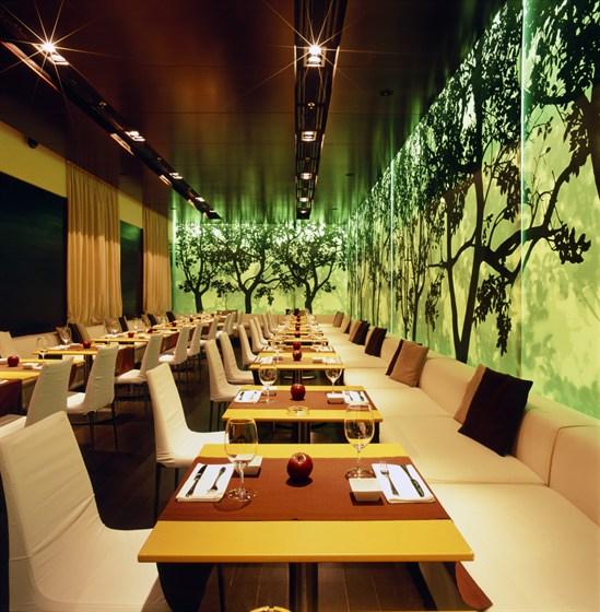 Ресторан Apple Bar - фотография 1 - Ресторан вечером