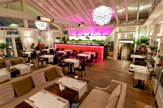 Ресторан Leningrad - фотография 12 - Зимний сад
