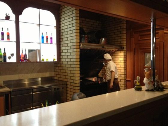 Ресторан Lowenburg - фотография 2 - Одно из немногих мест в городе Бердске, где есть настоящий (на углях) гриль. Мясо приготовленное на нем было изумительное.