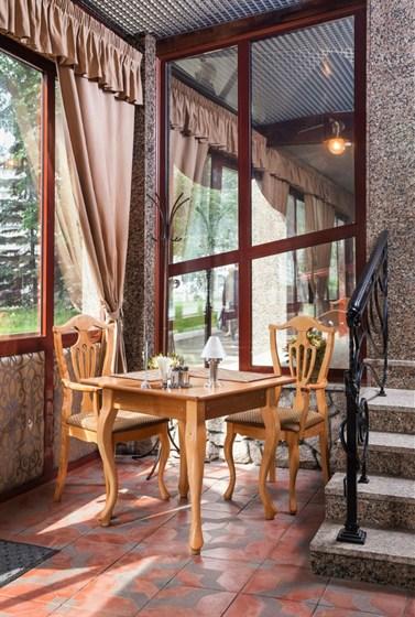 Ресторан Ричард - фотография 6 - Любимый столик всех влюбленных