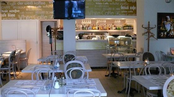Ресторан Белый кофе - фотография 5 - 4 огромных экрана. Прямые трансляции матчей!