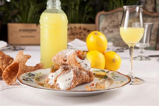 Ресторан Золотой козленок - фотография 7 - Сицилийские трубочки