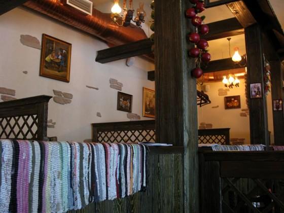 Ресторан Хмель - фотография 2 - Ресторанный зал