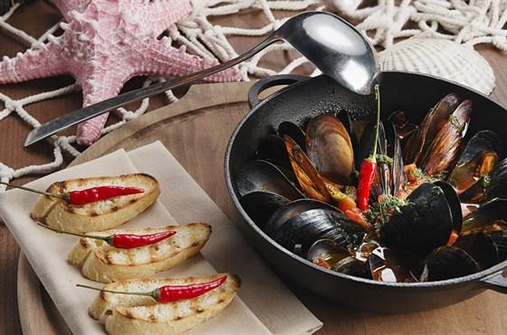 Ресторан St Tropez - фотография 3 - Соте из мидий в томатном соусе