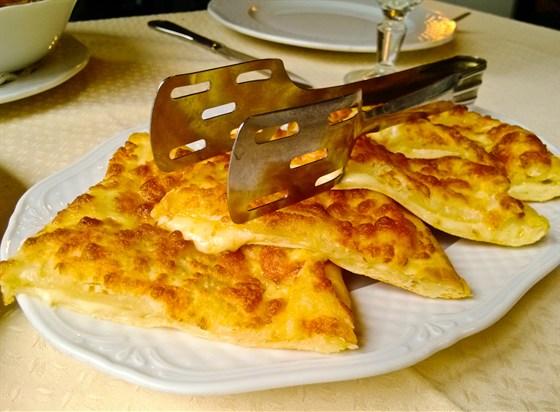 Ресторан Хинкальная - фотография 10 - Хачапури