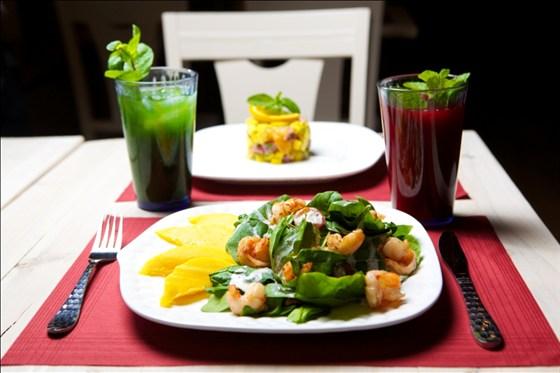 """Ресторан Рецептор - фотография 22 - """"Салат со шпинатом и манго""""."""