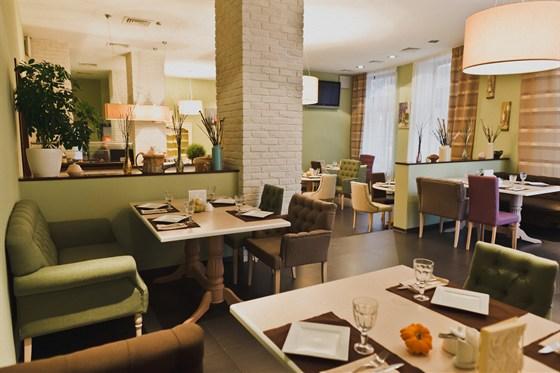 Ресторан Маленькие взрослые - фотография 1 - Уютный и домашний интерьер