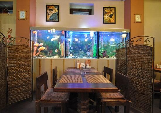 Ресторан Китайский дворик - фотография 2 - Стол за китайскими оригинальными ширмами