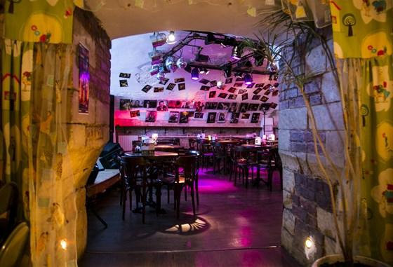"""Ресторан FAQ-Café - фотография 5 - вид из зала """"Детская"""" в концертный зал"""