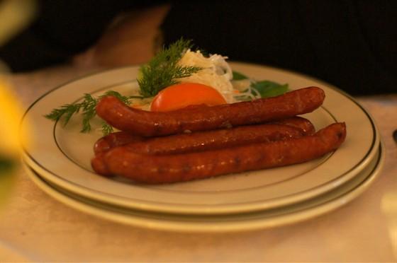 Ресторан На Знаменке - фотография 11 - охотничьи колбаски с капустой квашеной