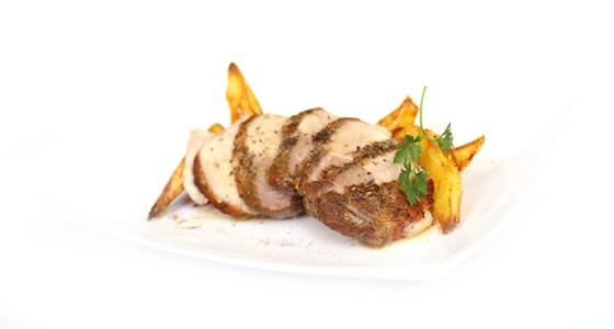 Ресторан Вкуснолюбов - фотография 22 - Свинина с розмарином и жареным картофелем.