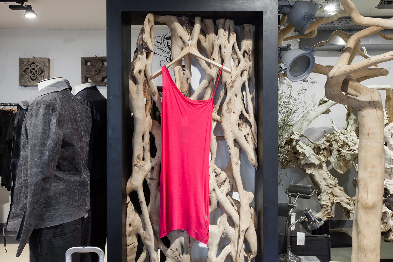 fb9cf4b5c Афиша Город: Как выглядят самые дешевые и самые дорогие вещи в модных  московских магазинах –