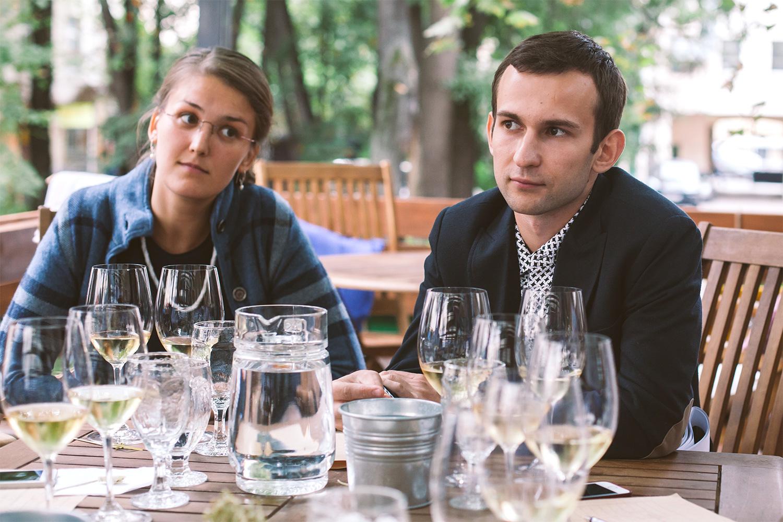 Ксения Маурер собирала винную карту в Lavkalavka. Алексей Сапсай учился в Валенсии, а сейчас работает на армянской винодельне Voskevaz Wine Cellar