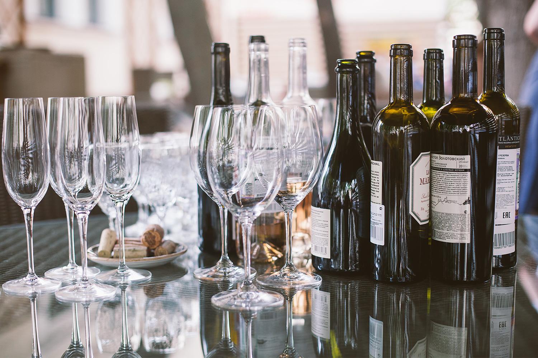 В результате подсчета баллов в финале тестирования русское вино опередило зарубежные аналоги. Правда, совсем чуть-чуть