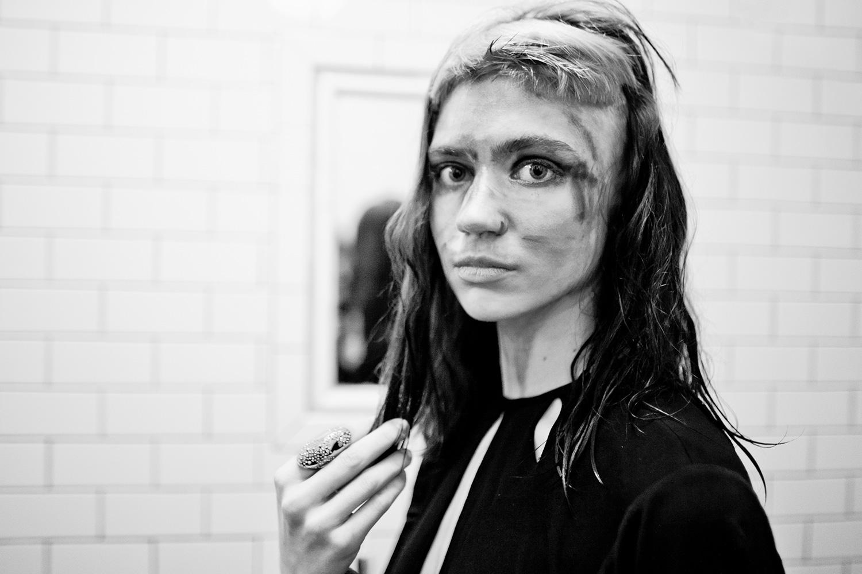 Трек Grimes для Рианны