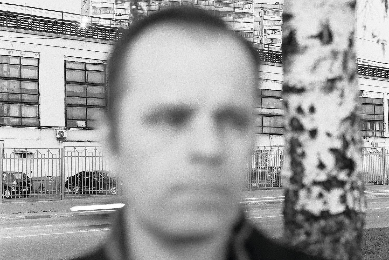Роман Сенчин живет в Москве, но его новая книга о родной земле — о Сибири