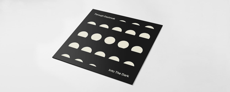 Обложка сингла, также отражающая взаимодействие света и тьмы