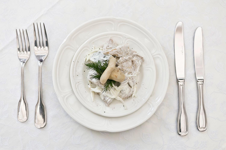 Белые грузди со сметаной, 360 р. в обед в будни или 400 р. вечером и в выходные