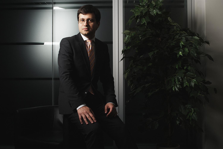 Сергей Сумленный долгое время был специальным корреспондентом журнала «Эксперт» в Германии, однако в этом году он из журналистики ушел — и работает руководителем направления по связям с общественностью в компании Russia Consulting.