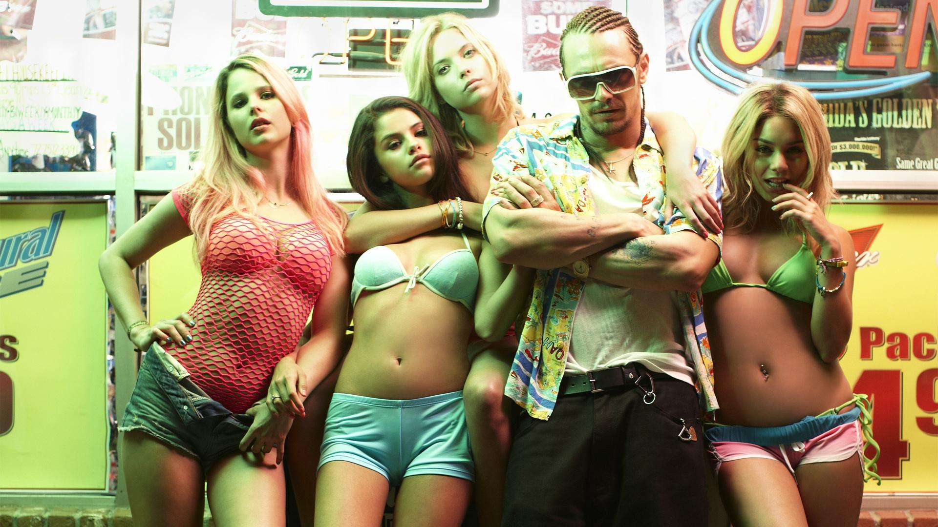 Эротическое кино 2005 2010 весенний праздник бикини